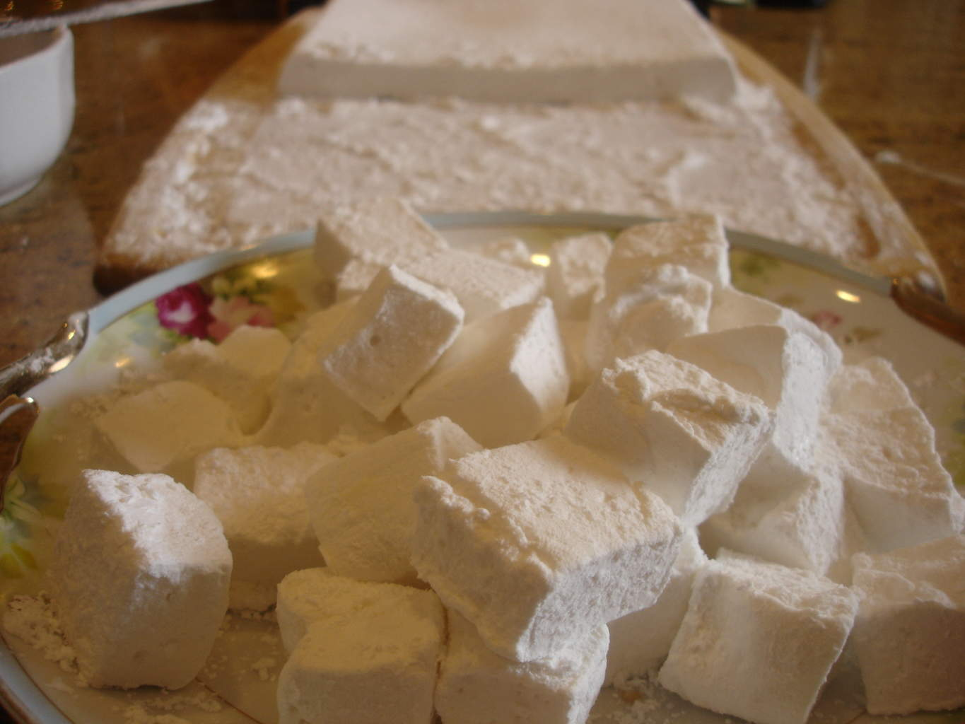 The Magic of Marshmallows (Recipe: Homemade Vanilla Marshmallows ...