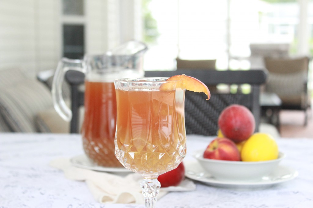 Ginger Peach Sweet Ice Tea. Fresh brewed tea steeped with peaches and ginger. #ginger #peach #tea #southernfood