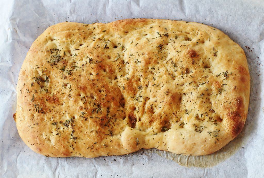 Garlic Herb Focaccia Bread. Make quick work of this bread by starting with a loaf of frozen dough. #focaccia #garlic #herb #bread